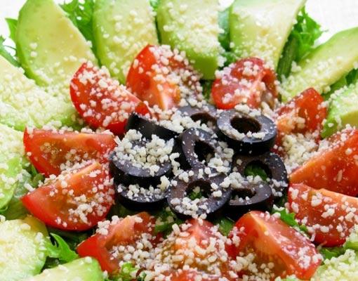 Салат с помидорами и пармезаном