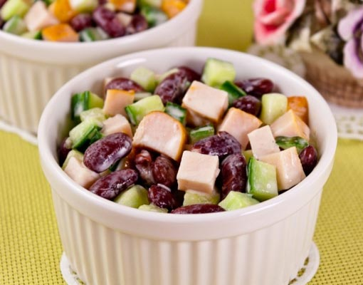 Салат из куриных грудок